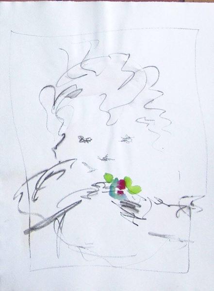 Kind mit Blume spielend