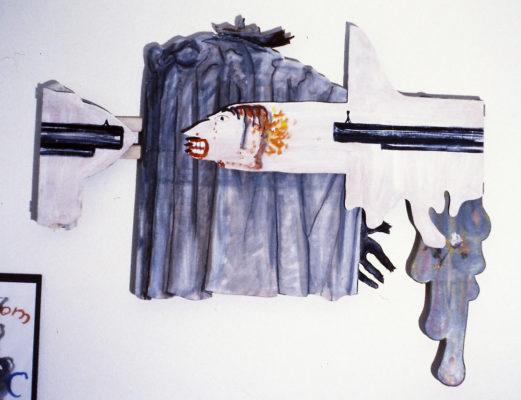 zusammengeklappt: Gewehr und bedrohter Kopf