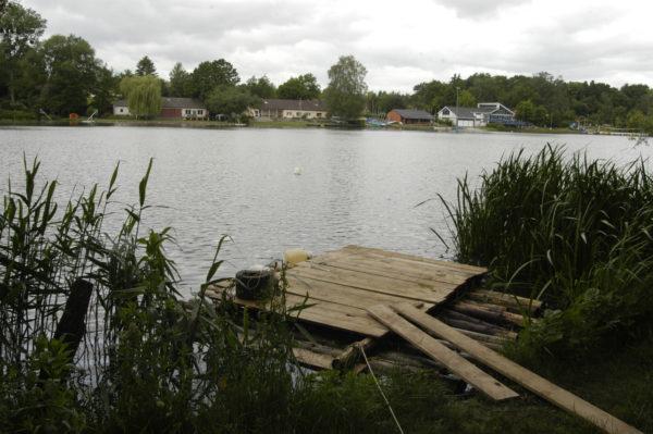 Floß am Ufer