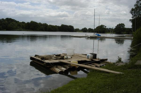 Floß mit Stegbrett