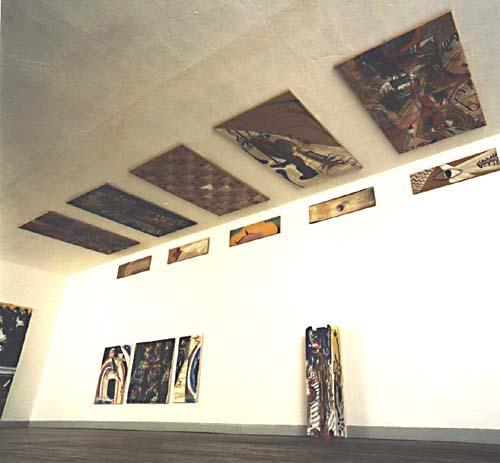 Ausstellung mit Deckenbildern