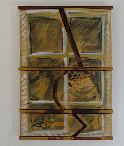 geschlossener Zustand: zwei Alte hinter einem Fenster
