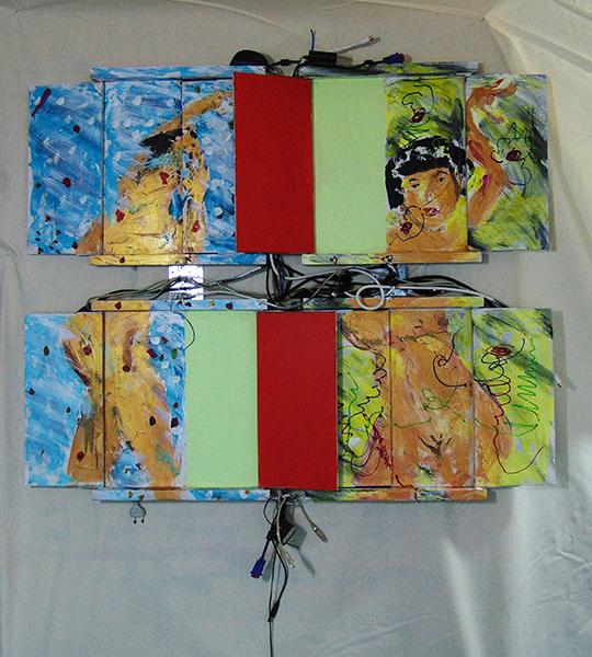 Paar mit goldfarbene Haut, rot-gelbe Tafeln, Kabeln trennen die vier Teile