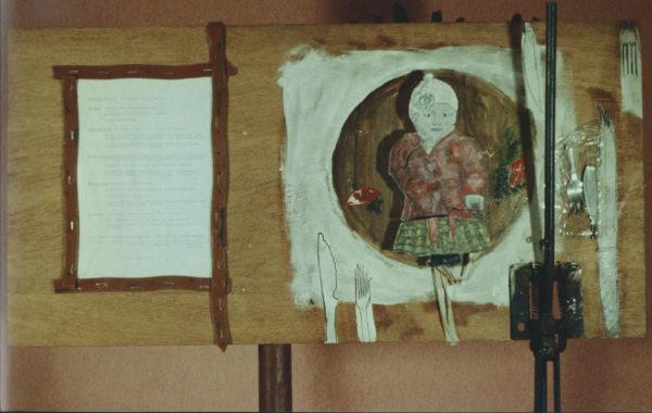 Levier pour discipliner » - Bois, fer, câbles Bowden, objets, peinture acrylique - 80x40 cm, 1980, propriété privée