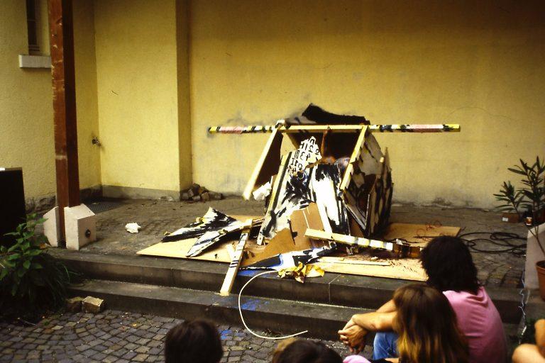 La douce violence de l'individualité, après l'échec de son enterrement », Karlsruhe, 1983