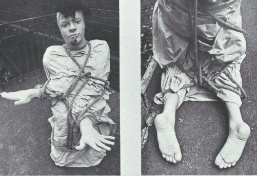 Ligoté détendu » - Polyester, toile d'ortie, cordes, pipe, 1975