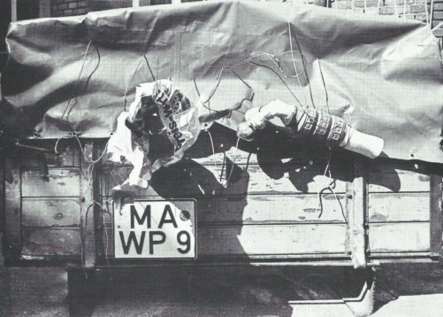 Poids lourd » - Acier, objets, polyester, plâtre (disparu), 1974