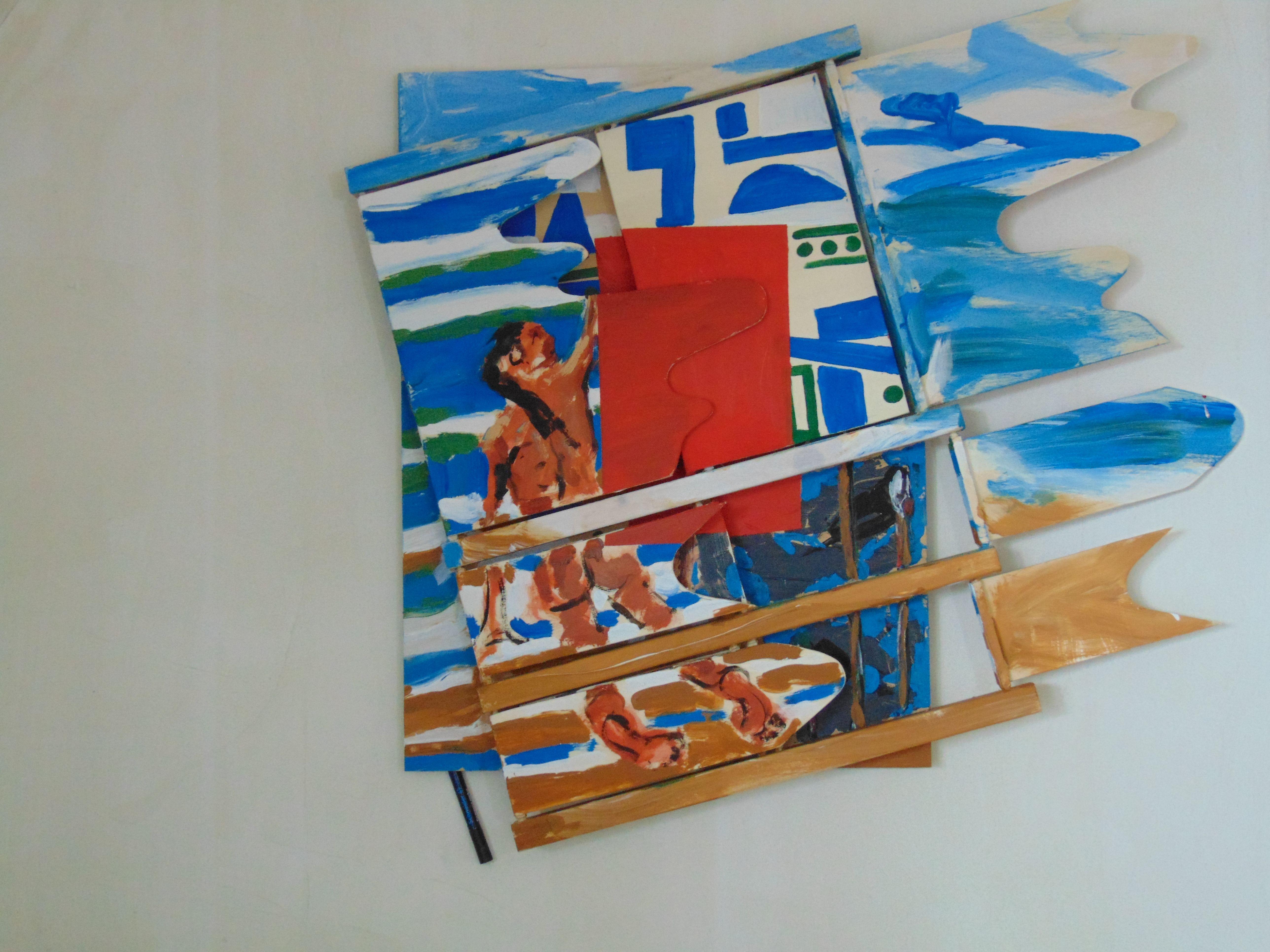 Mann mit roter Fläche inmitten von Blau, Weiß, Braun