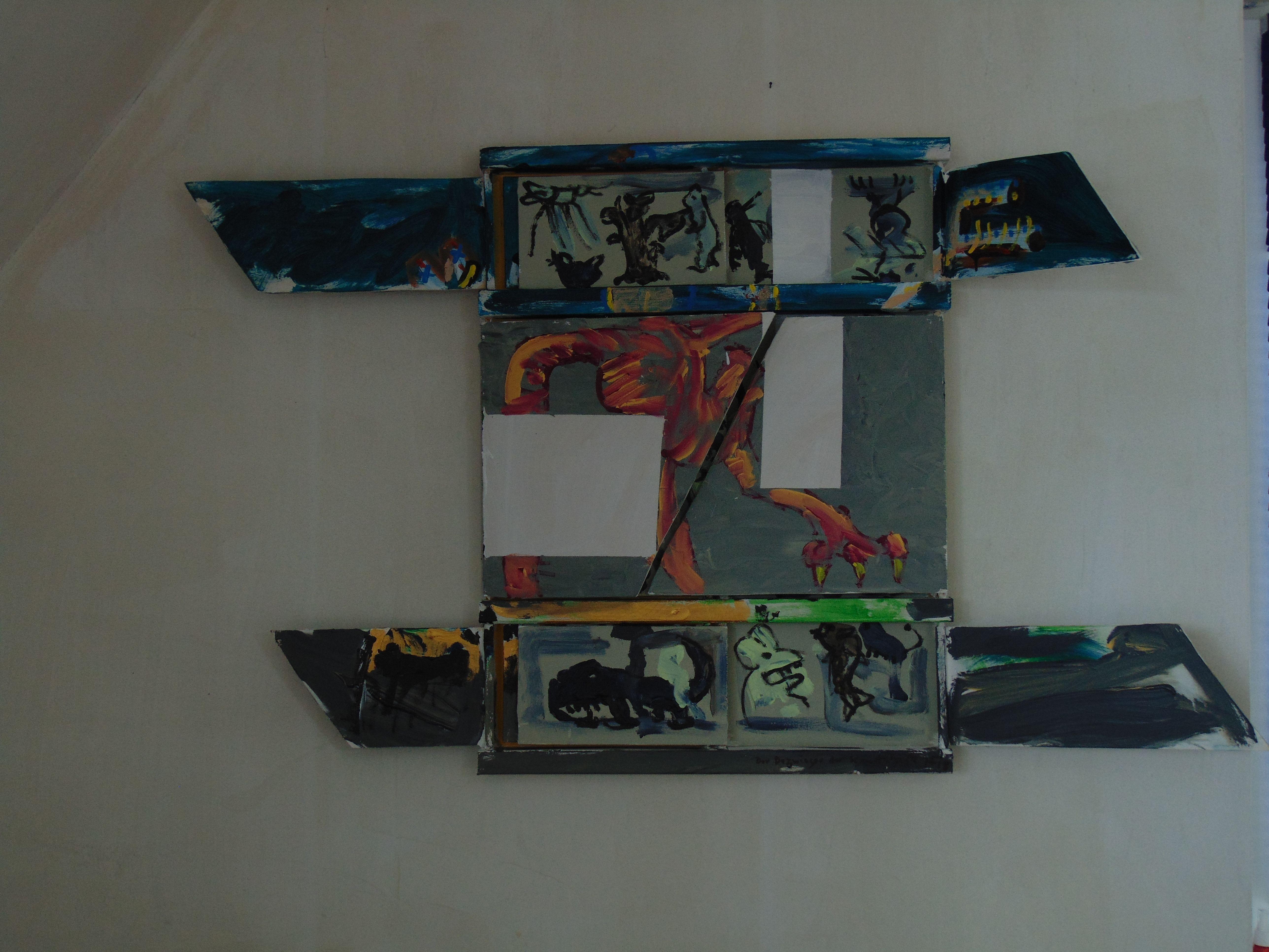 4 Flügel sind geöffnet -grau und fleischfarbene Darstellungen